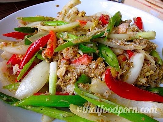 Crab fried with curry powder – ปูผัดผงกะหรี่