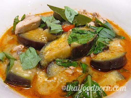 Red Chicken Curry – แกงเผ็ดไก่