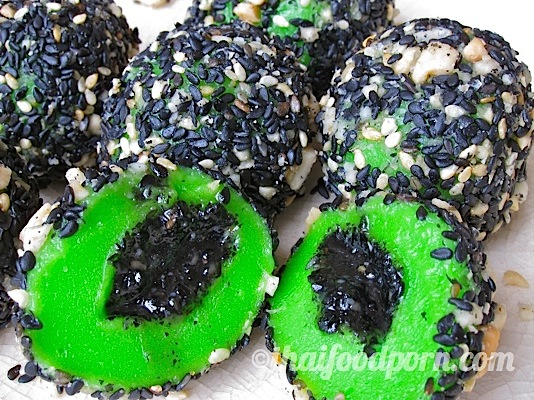Sticky Pandan Rice Balls with Sweet Sesame Filling and Coated with Nuts